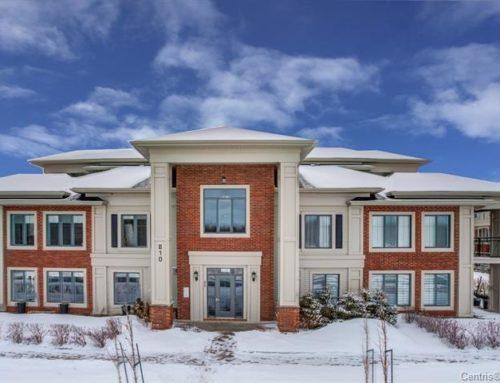 Квартира в двух уровнях с персональным двориком в Boucherville $292 500